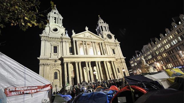 Los «indignados» de Londres no abandonan su campamento pese al ultimátum