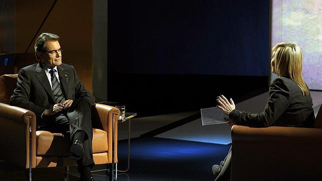 Artur Mas defiende los recortes en TV3 en una entrevista en la televisión pública catalana