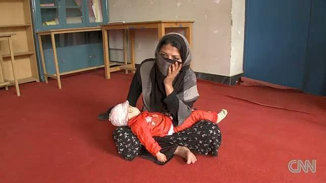 Más amenazas para la afgana violada
