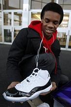 espíritu crisis Retocar  La puesta a la venta de las Nike Air Jordan 11 provoca una ola de  disturbios en Estados Unidos