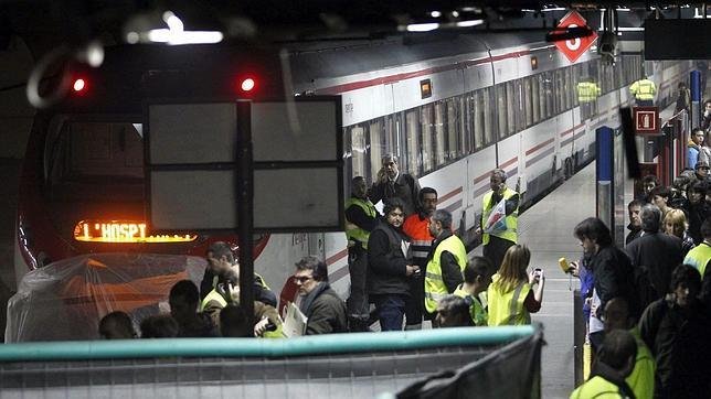 Varios heridos tras la colisión de un tren de Cercanías y un Talgo en Barcelona
