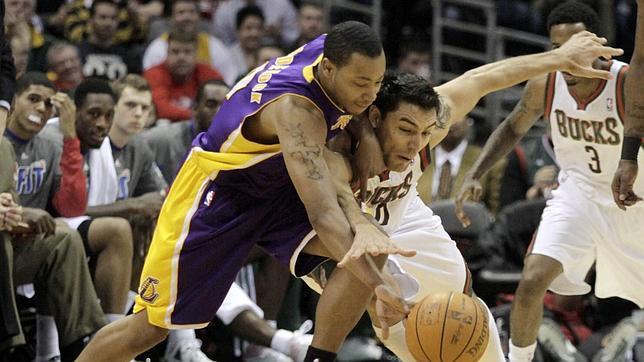 Los Lakers ahondan en su crisis como visitante tras caer ante los Bucks