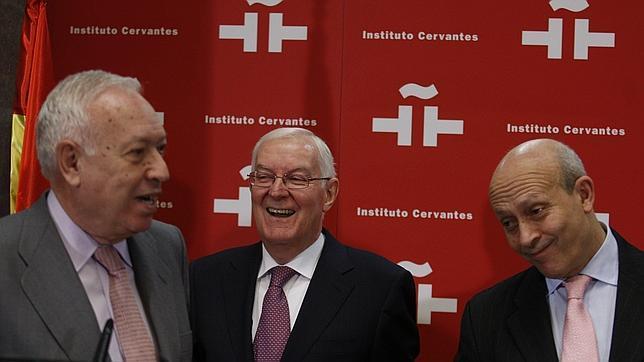 Margallo: «El Cervantes tiene padre y madre, pero pertenece a Exteriores»