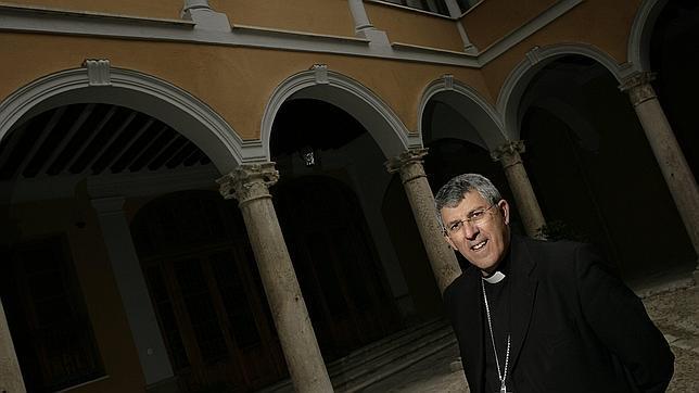 El arzobispo de Toledo critica a las farmacéuticas por no bajar el precio de los imedicamentos contra el sida