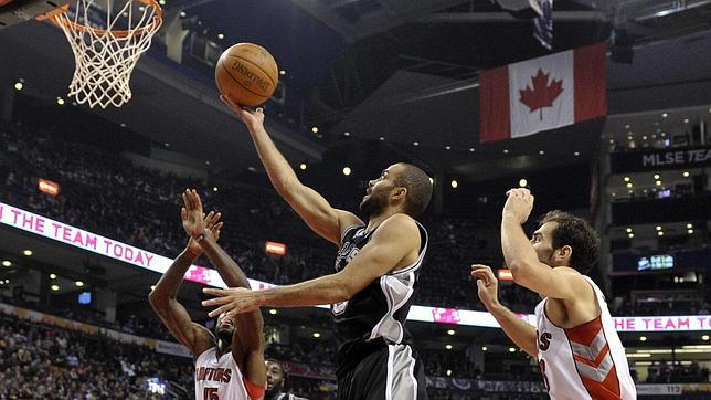 Calderón no logra frenar la marcha triunfal de los Spurs