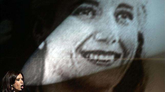 Cristina Kirchner, la presidenta del ordeno y mando, que ni se molesta en ir al Parlamento