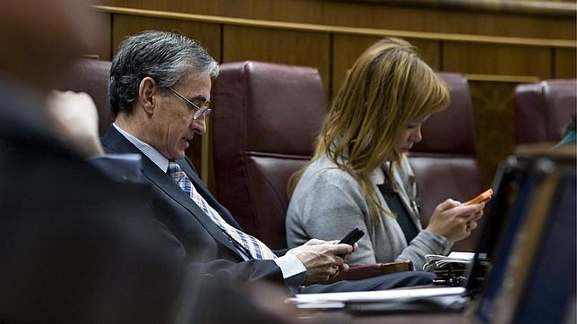 PP y PSOE pactan pedir la disolución de ETA frente a la «demagogia» de UPyD