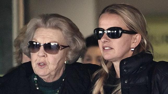 La casa real holandesa afirma que la vida del príncipe Johan Friso sigue en peligro