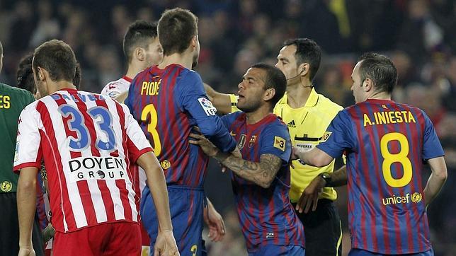 Los árbitros piden sanción para Piqué