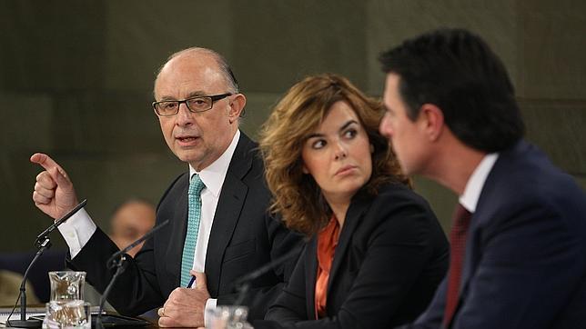 El Gobierno aprueba una amnistía fiscal y recorta casi un 17% los gastos