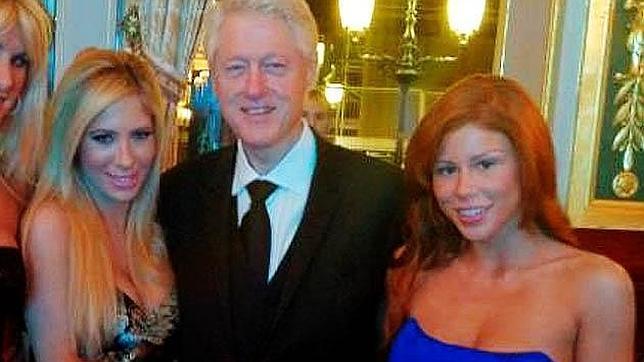 Bill Clinton posa en Mónaco junto a tres actrices porno