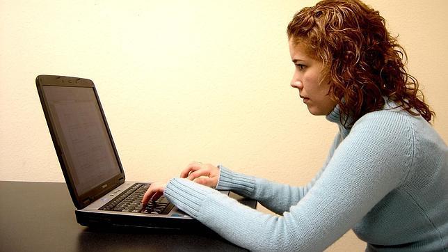 Cuatro de cada diez españolas ya hace la compra por internet
