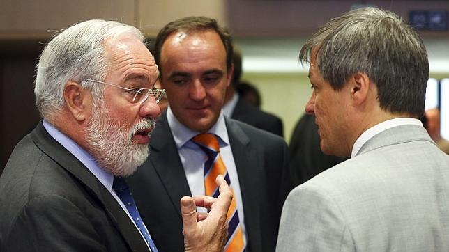 Arias Cañete confirma la subida del IVA compensatorio para «neutralizar» el incremento general