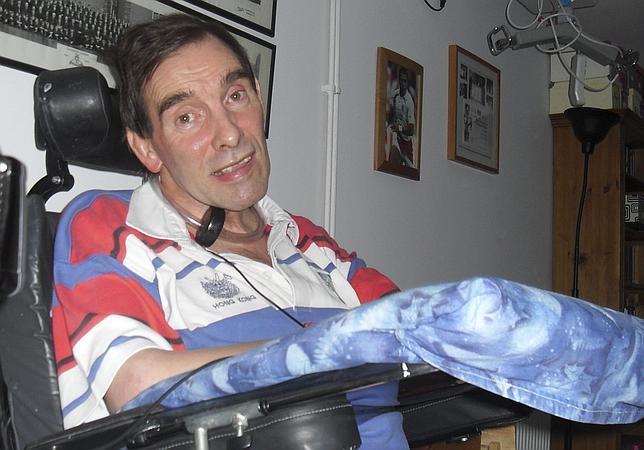 Fallece el británico con parálisis que abanderó la eutanasia en Reino Unido