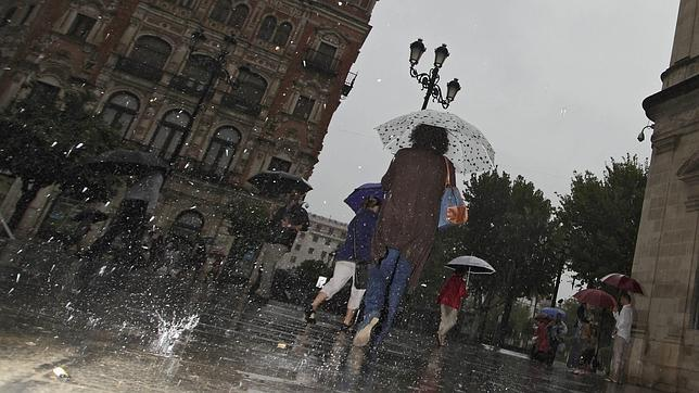 Alerta roja en Málaga por lluvias y aviso naranja o amarillo en otras 24 provincias