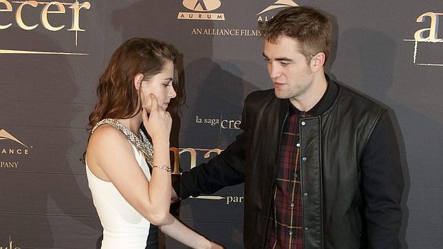 La familia de Robert Pattinson no perdona la infidelidad de Kristen Stewart