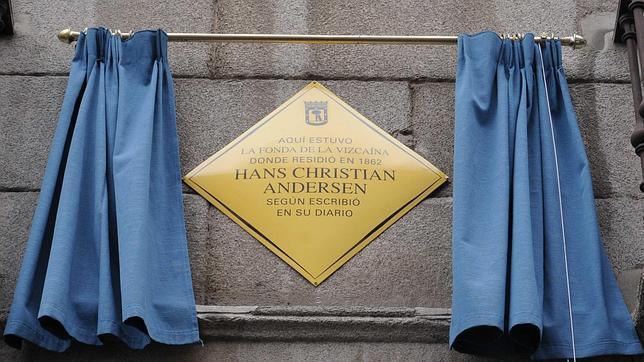 Una placa recuerda al escritor Hans Christian Andersen en Sol