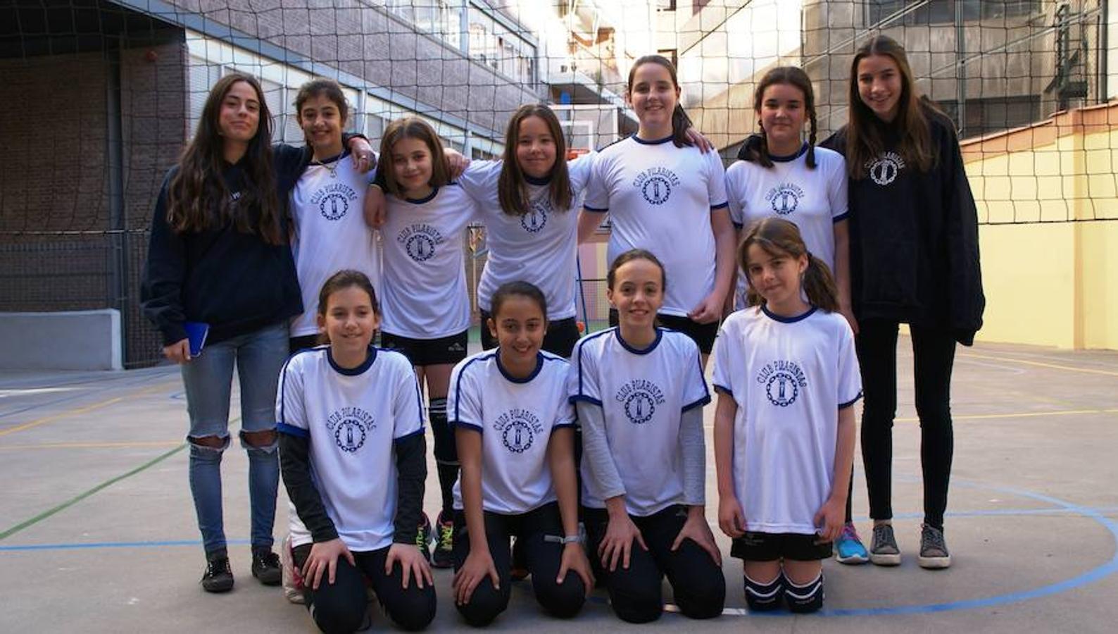 Ntra. Sra. Pilar. Arriba: Paula (E), Lucía (14), Alegra (9), Valentina (5), Aina (2), Ana (E)Abajo: Ana (13), Brianda (7), Ione (8)