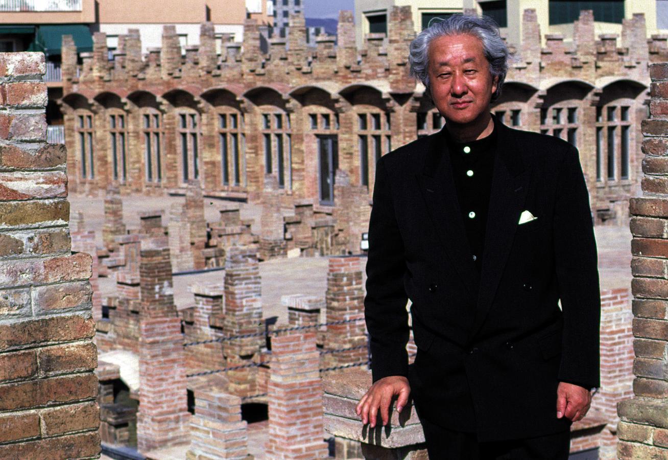 Isozaki en la cubierta de Caixa Forum Barcelona, en cuyo hall realizó un interesante proyecto