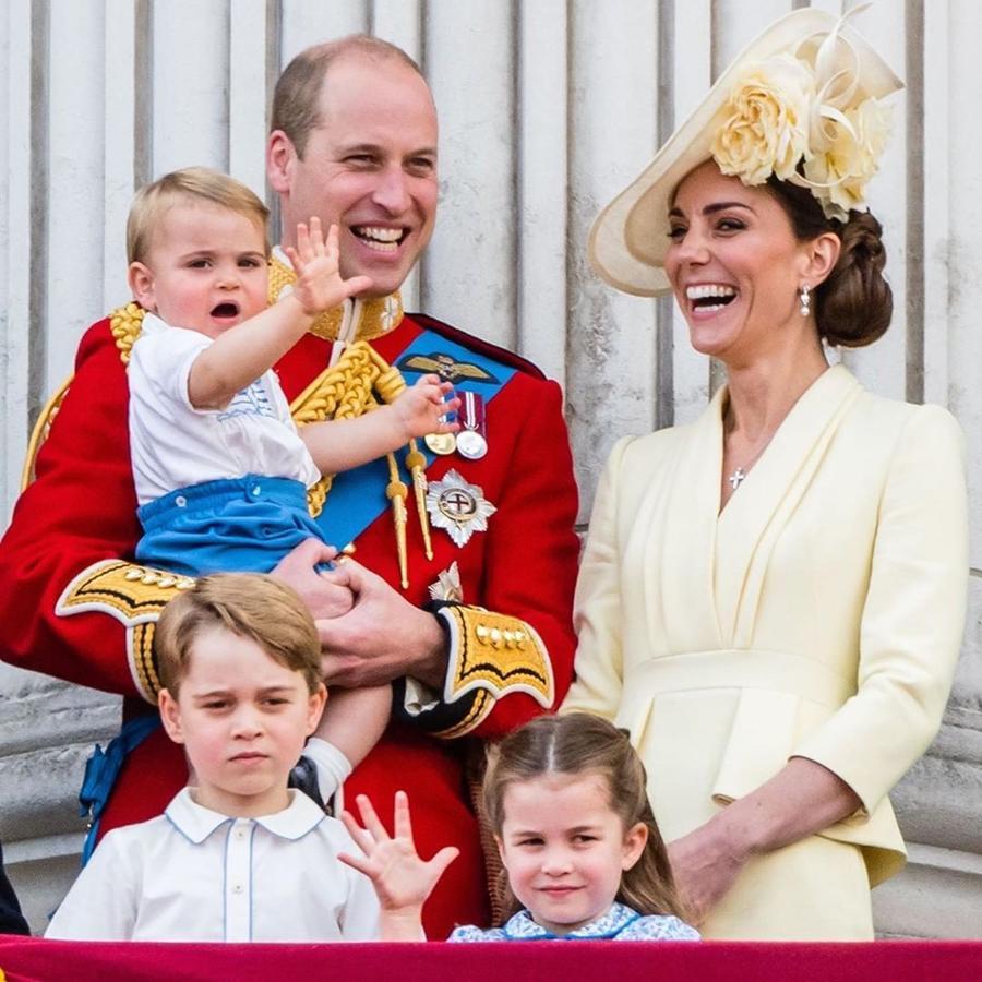 Duques de Cambridge junto a sus hijos