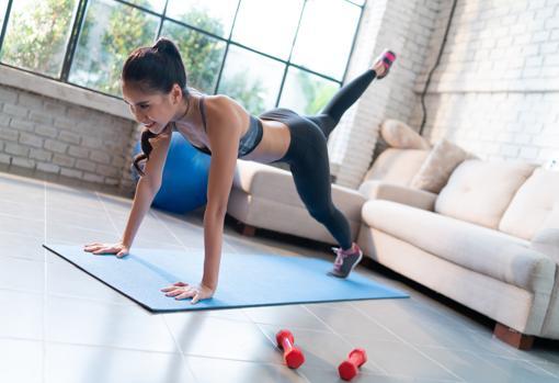 Rutinas de entrenamiento para hacer ejercicio en casa.