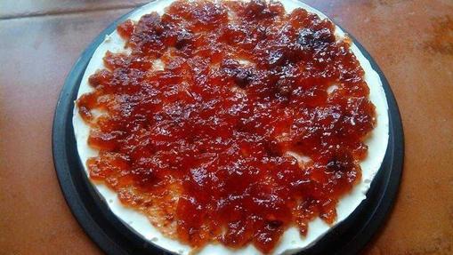 Tarta de queso y mermelada de queso.
