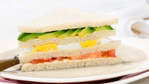 Sandwich de aguacate.