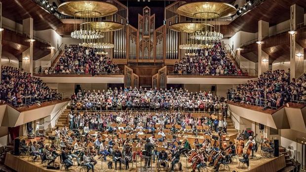 Ensayo de un concierto participativo de la Orquesta y Coro Filarmonía en el Auditorio Nacional