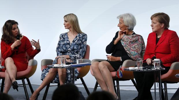 La ministra de Exteriores canadiense, Chrystia Freeland; la hija del presidente estadounidense Ivanka Trump; la directora del FMI, Christine Lagarde; y la canciller alemana, Angela Merkel, hoy en Berlín