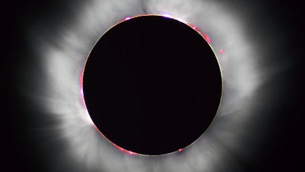 Fotografía de un eclipse solar total tomada en Francia en 1999