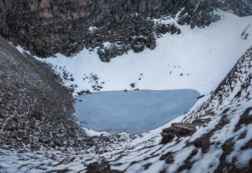 Se pensaba que el lago era el lugar de un antiguo evento catastrófico que dejó varios cientos de muertos, pero los primeros datos del genoma completo de India muestran que diversos grupos de personas murieron allí en múltiples eventos con 1.000 años de diferencia