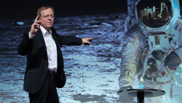 El director de la ESA, durante una conferencia