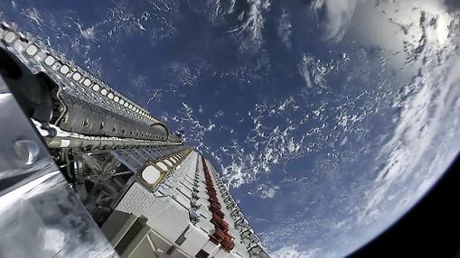 Despliegue de varios satélites de la constelación «Starlink», que proporcionará acceso a internet en todo el globo