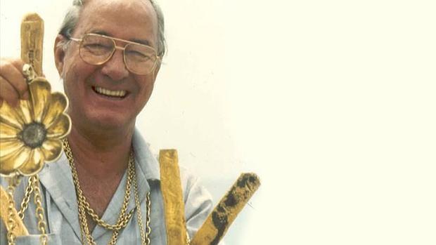 Mel Fishier con los tesoros que halló en el Atocha