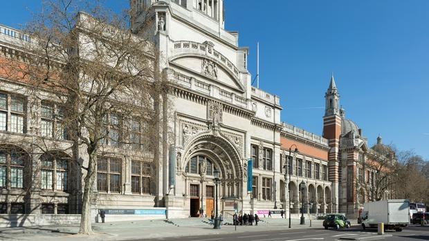 Entrada de la actual sede del museo Victoria & Albert, en Londres
