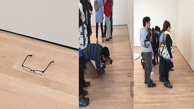 Visitantes del MOMA contemplan las gafas