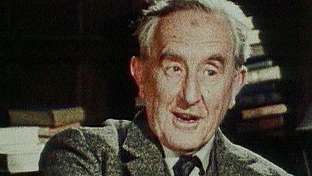 El escritor británico J. R. R. Tolkien, creador de «El señor de los anillos»