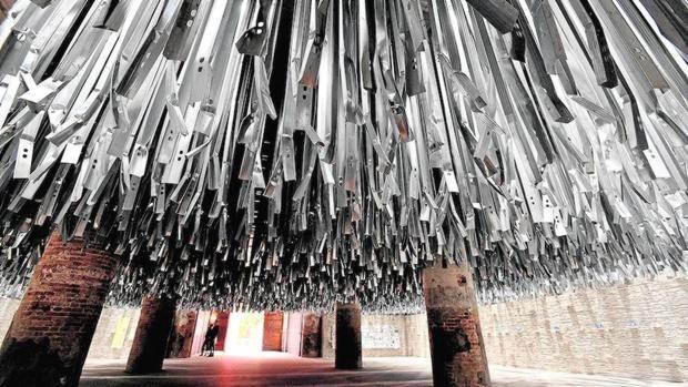 Instalación realizada por Alejandro Aravena con material reciclado de la anterior Bienal