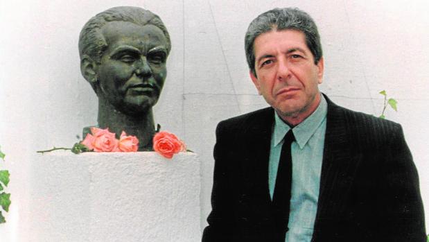 En 1986, Leonard Cohen viajó a Granada para grabar el videoclip de «Take This Waltz» y visitó la casa de Fuente Vaqueros