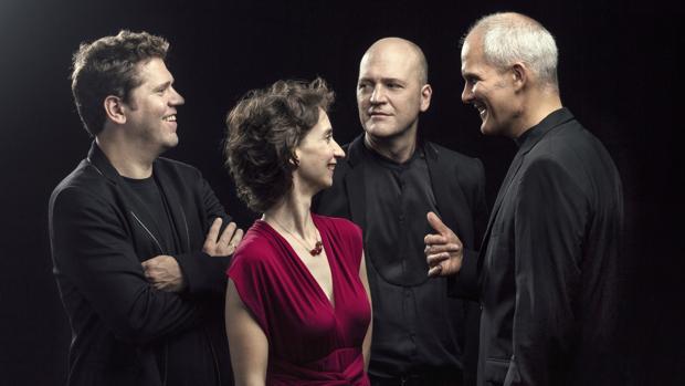 El Cuarteto Casals: de izquierda a derecha, Abel Tomàs, Vera Martínez, Arnau Tomàs y Jonathan Brown