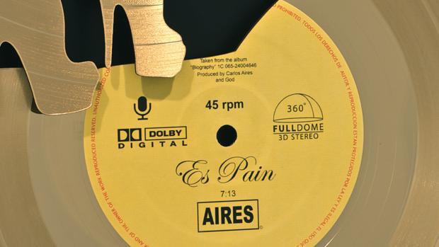 Detalle de uno de los vinilos de la serie «Es Pain», de Carlos Aires
