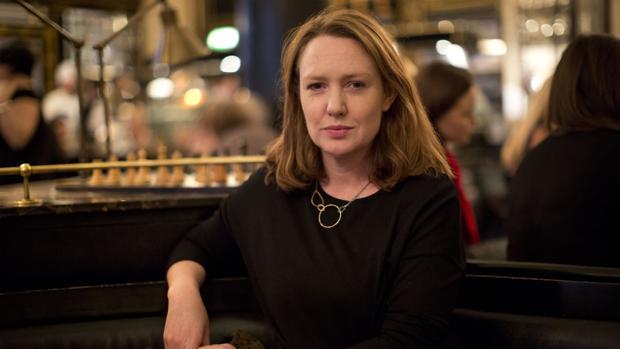 La escritora británica Paula Hawkins