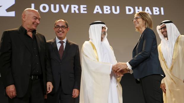 Un momento del anuncio de la apertura del Louvre de Abu Dabi, en Dubai
