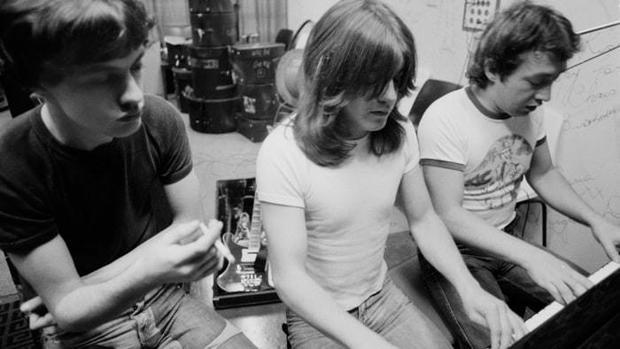 Muere George Young, pionero del pop-rock en Australia y hermano de Angus y Malcolm de AC/DC