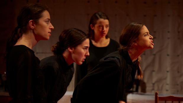 Maite Jáuregui, Lucía Espín, Pía Laborde y Candela Gómez, en «La casa de Bernarda Alba» en el Cervantes Theatre de Londres