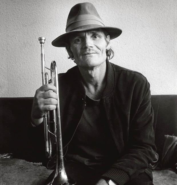 Chet Baker, con su inseparable trompeta
