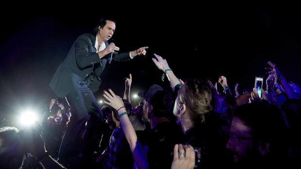 Nick Cave, ayer durante su actuación en Barcelona