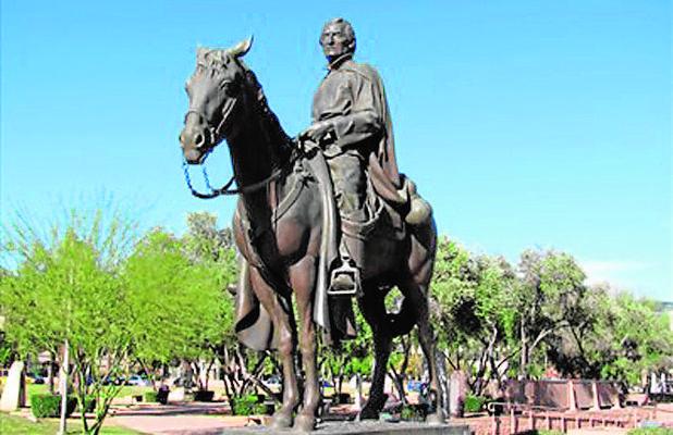 Estatua en honor de Eusebio Kino, uno de los protegidos de la duquesa de Aveiro