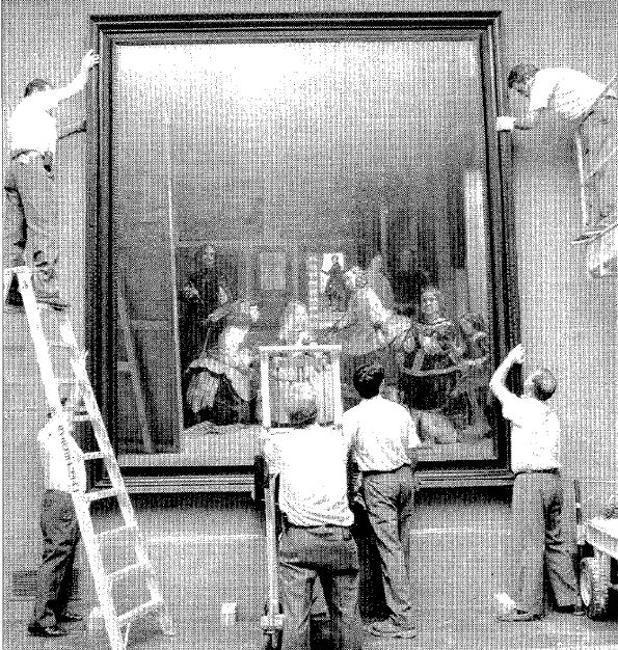 Varios operarios trasladaron el cuadro de «La Meninas» el 22 de julio de 1999 a la Sala XII del Museo de Prado, donde se encuentra ahora