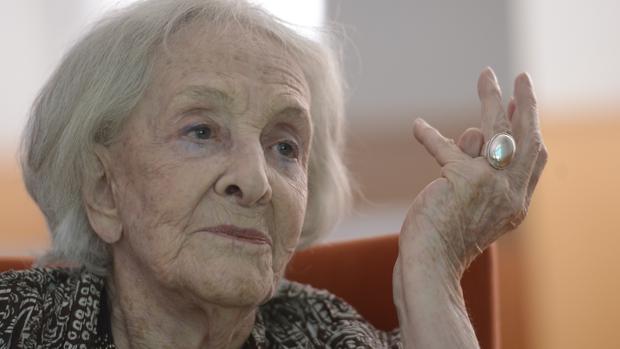 La poeta uruguaya Ida Vitale